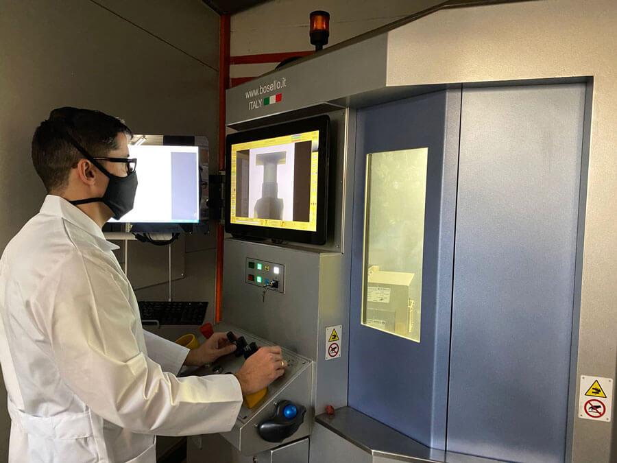 Controles de RX y tomografía digital fundición